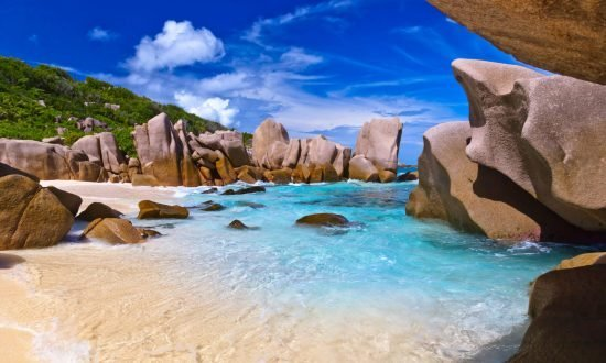 blog header seychelles image rocks and water