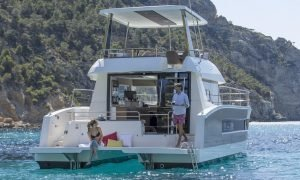 Couple sitting on the stern of the Maestro 37