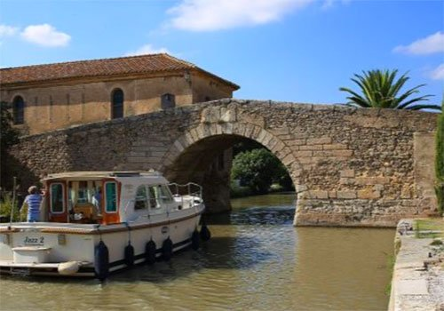 a wine tasting cruise on the canal du midi